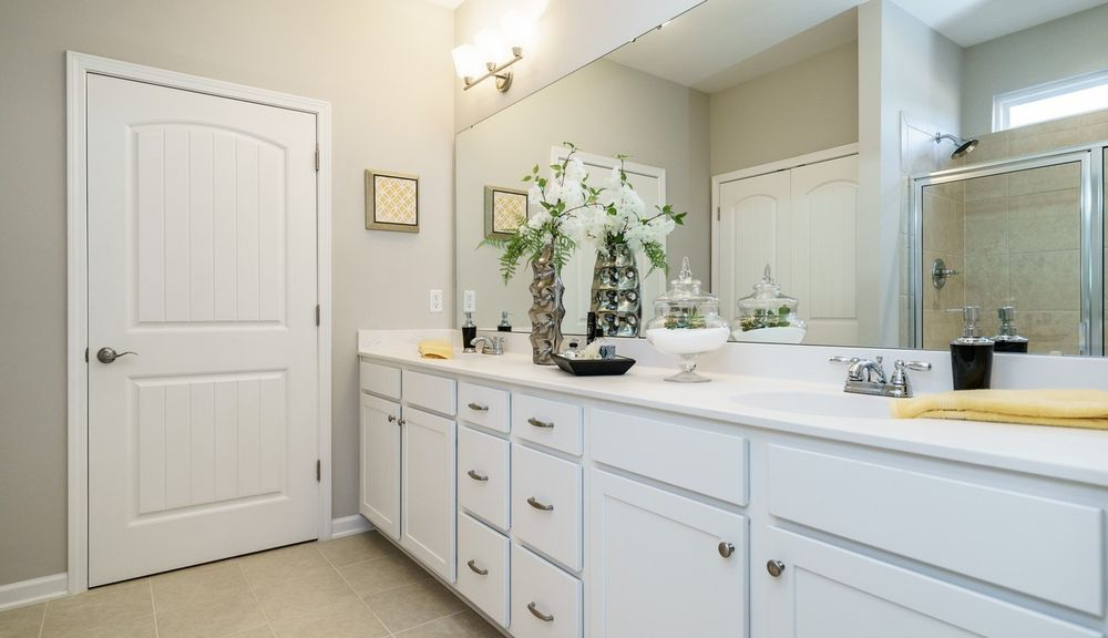 Carlyle Owner's Bath