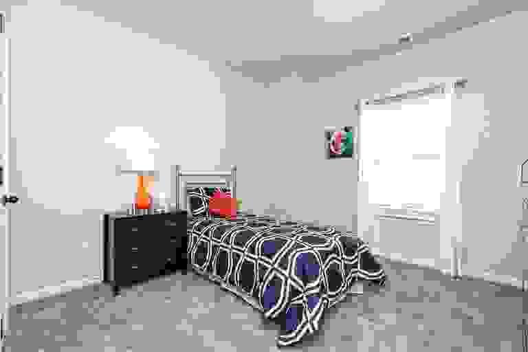 44177852-200603.jpg