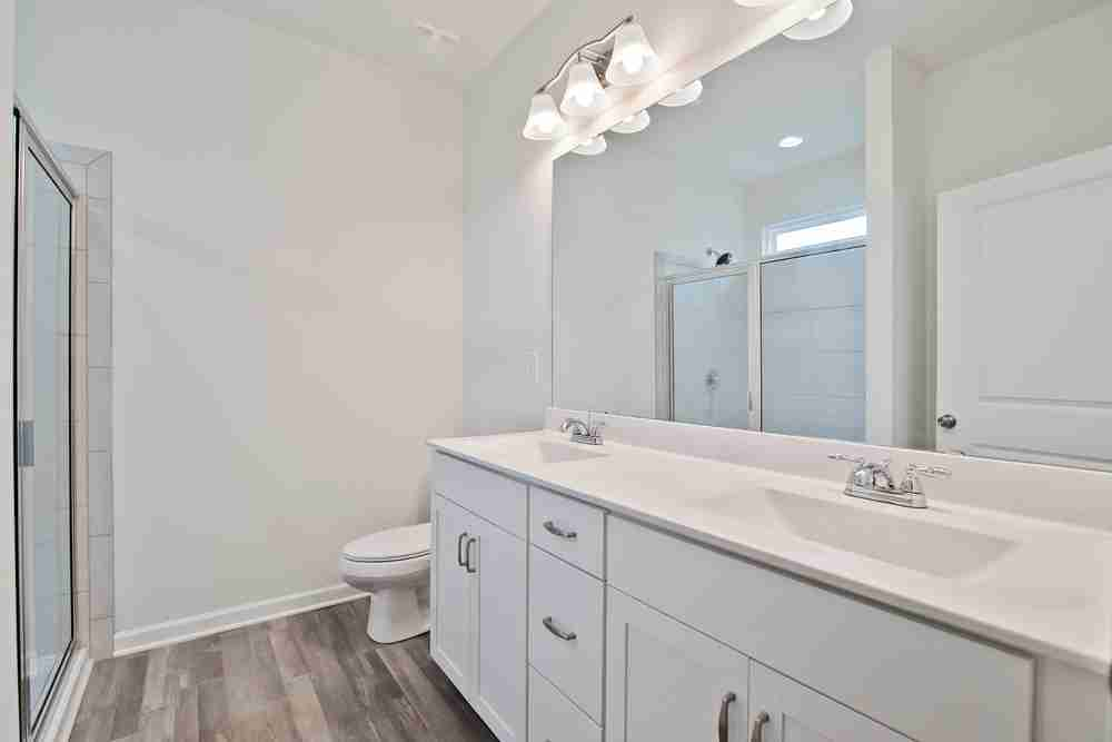 Pruitt Owner's Bath