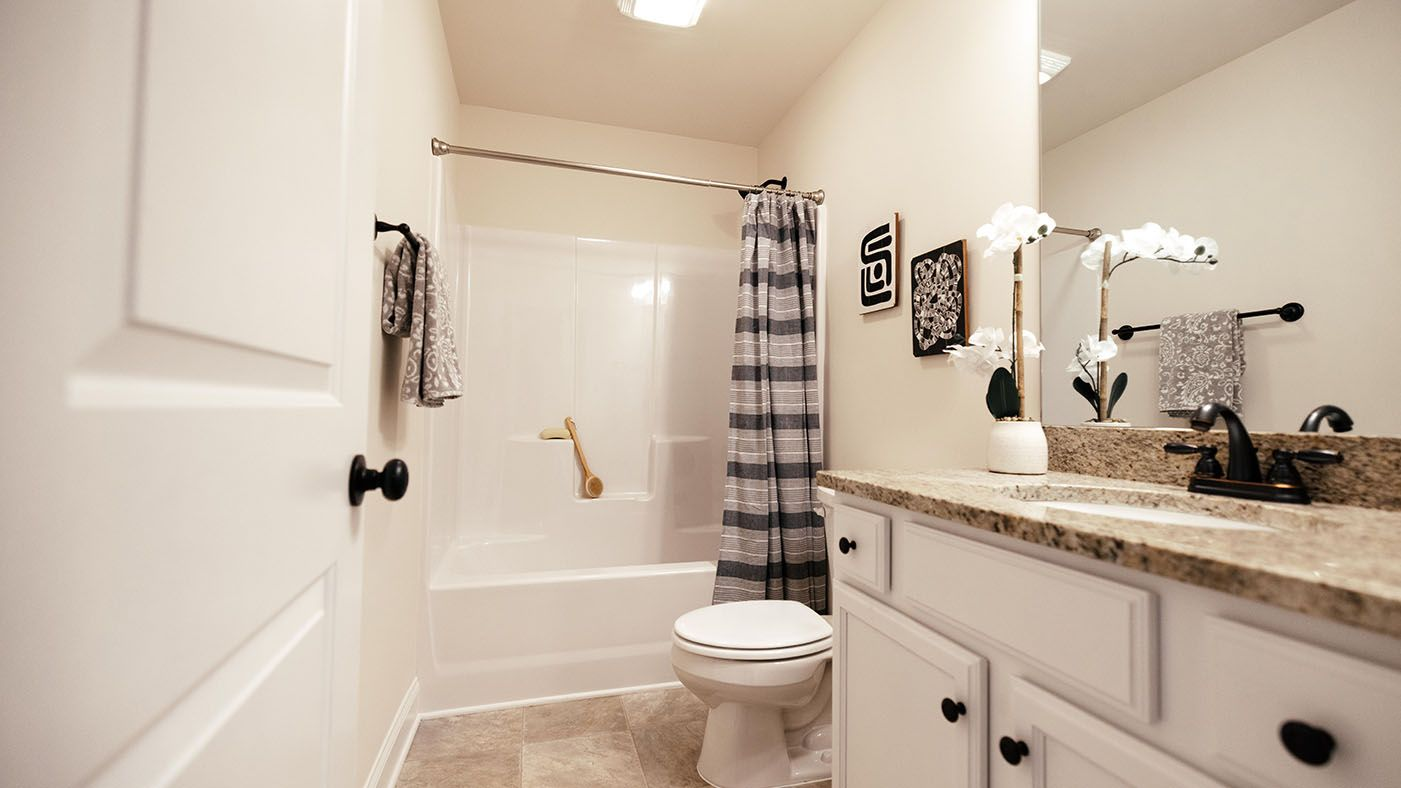 Augusta Bathrooms: 549 Photos of New Homes in Augusta