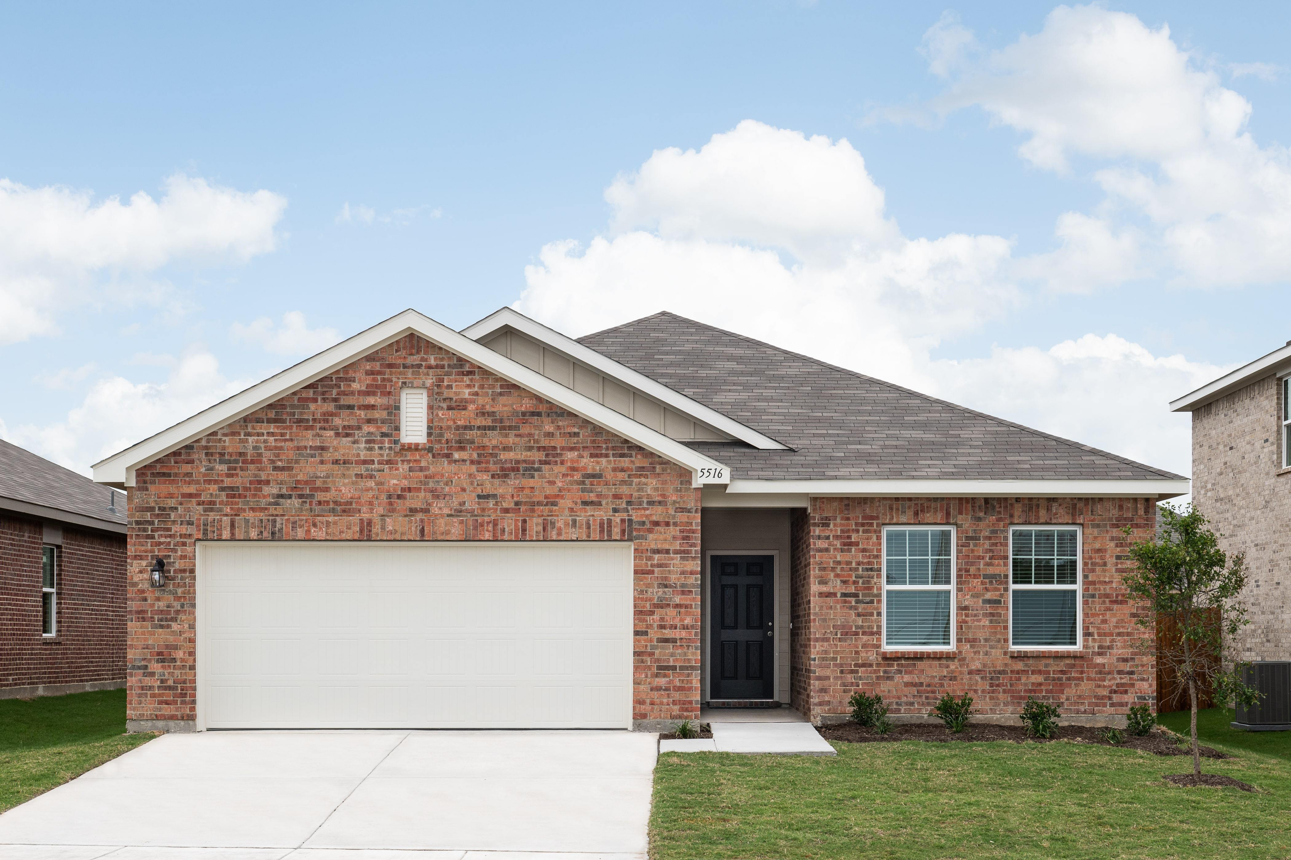 'McPherson Village' by Starlight Homes-Dallas in Fort Worth