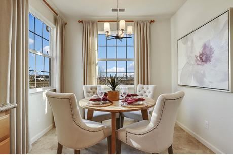 Dining-in-The Humboldt-at-The Villas-in-Los Banos