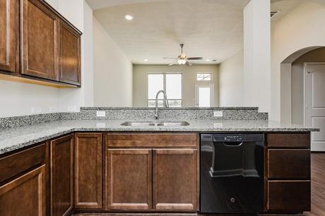 Kitchen-in-1363-at-Edgewater-in-Bryan