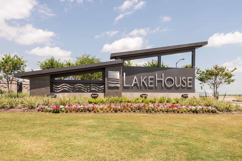 'Lakehouse 80' by Tri Pointe Homes Houston in Houston