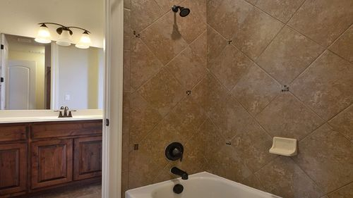 Bathroom-in-Buckingham-at-Traditions at Vizcaya-in-Round Rock