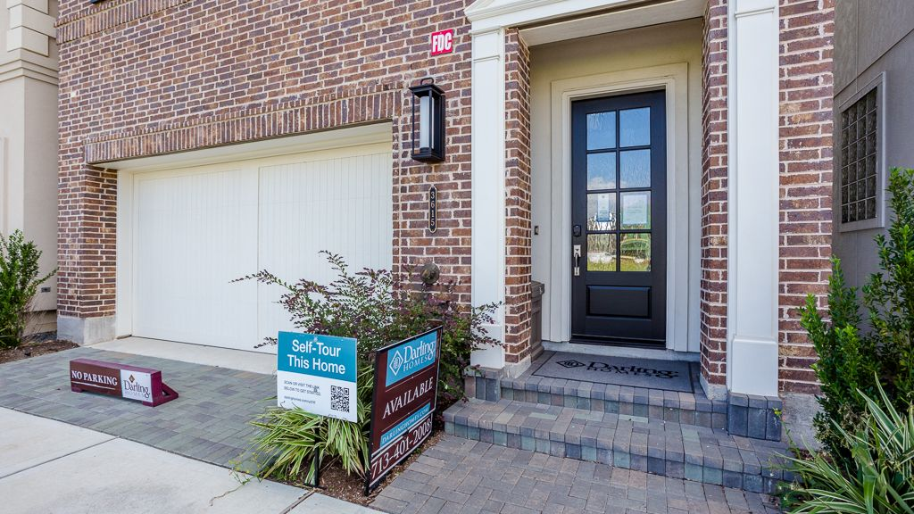 Exterior featured in the 1362 - 4 Story By Darling  Homes in Houston, TX