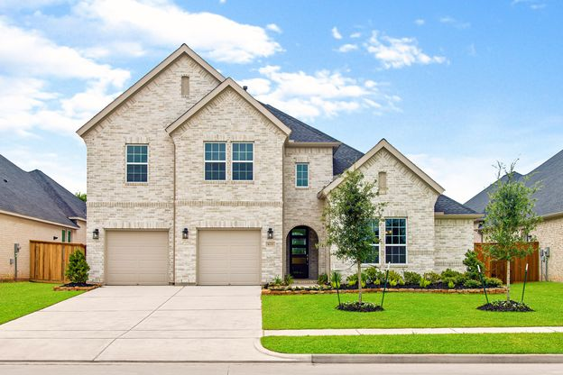 Elevation Image:Fully landscaped front yard makes for excellent curb appeal