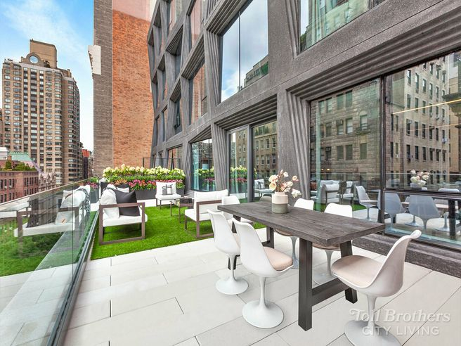 121 East 22nd S901 (S901)