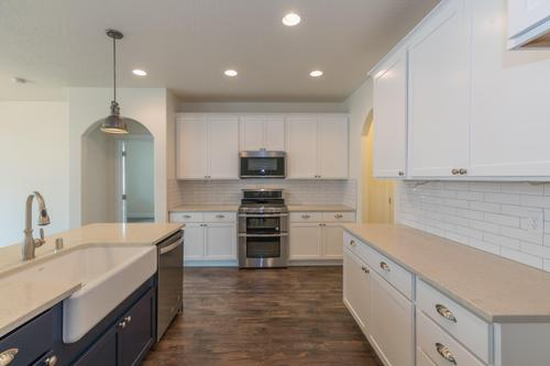 Kitchen-in-The Homestead-at-Southridge Estates-in-Kennewick