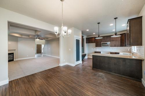 Kitchen-in-The Spirit-at-Morningside Heights-in-Spokane Valley