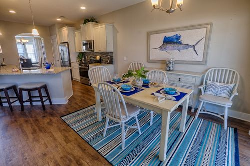 Dining-in-The Wateree-at-Hearthstone Lakes-in-Ridgeland