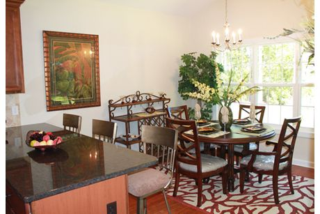 Dining-in-The Eastgate-at-Westbrook Cove-in-Pooler