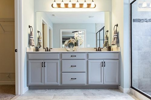 Bathroom-in-Huntington-at-Poplar Valley-in-Fredericksburg