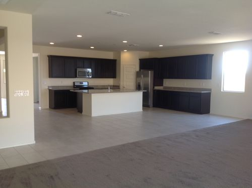 Kitchen-in-4523-at-Homestead at Meridian-in-Queen Creek
