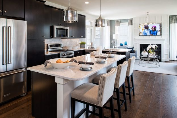 Winchester Homes - Lakeshore - 1082:A spacious, central kitchen perfect for entertaining