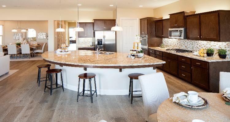 Kitchen-in-Pinebrook-at-Jacob Creek-in-Bakersfield