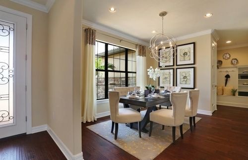 Dining-in-Tangerly Oak-at-Lakes at Waterway Village-in-Vero Beach