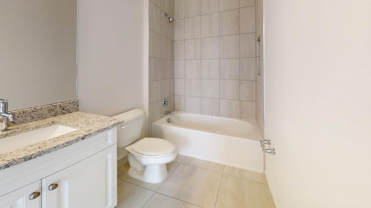 Sonoma Grand:Guest Bath