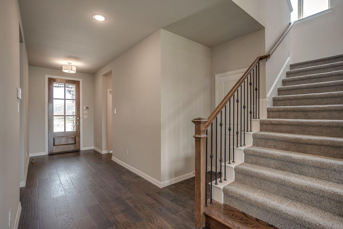 Interior:Plan 1524 Entry Representative Image