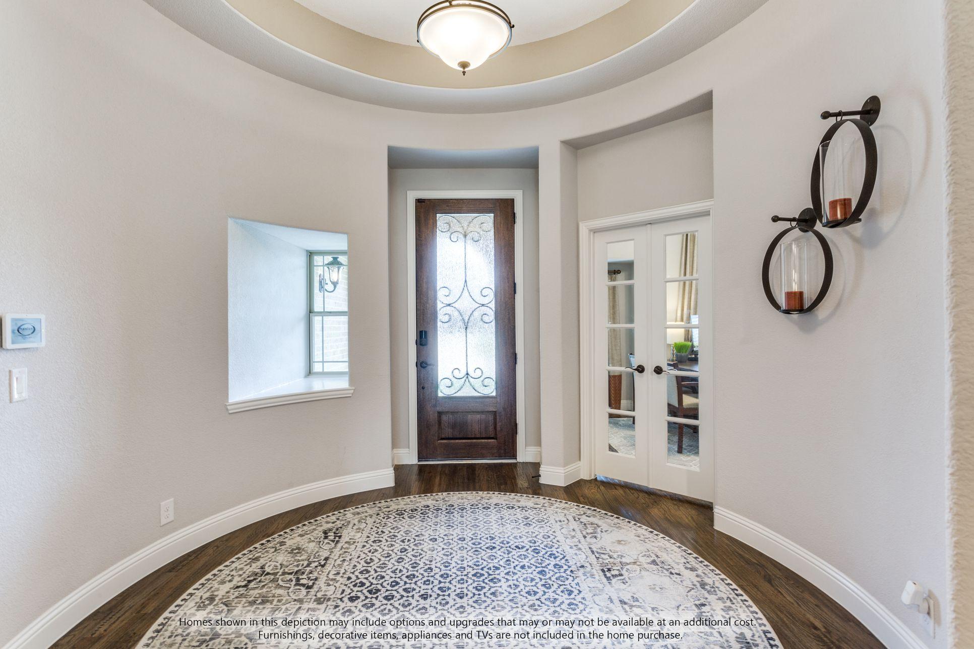 Foyer:Carolina IV Side Entry Foyer