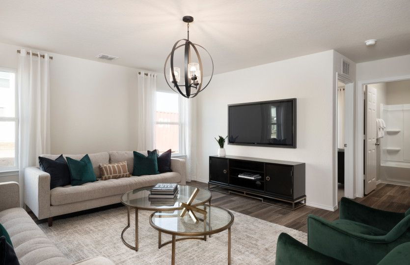 Lincoln:Spacious gathering room