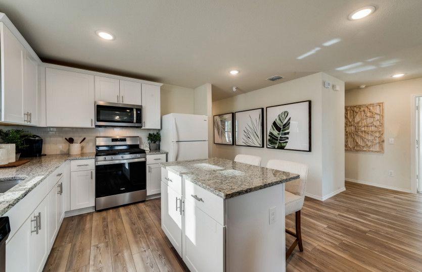 Hewitt:Spacious Island kitchen