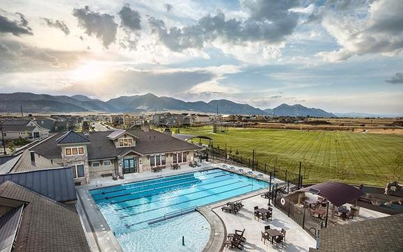 Candelas - Pool &amp:Candelas - Pool & Clubhouse