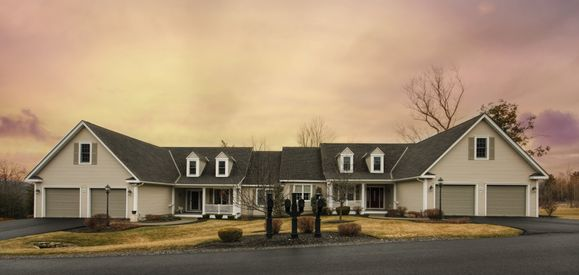 Torrey Pines:Quaint New England Style