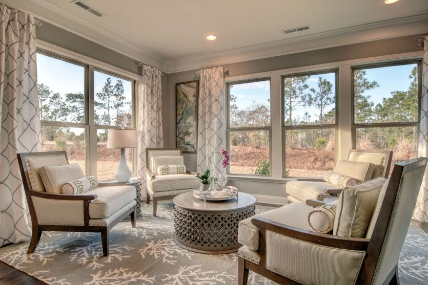 Martin Ray:Relax in the Bright Sunroom