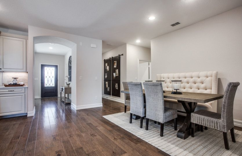 Martin Ray:Unique dining space off of the kitchen, with space for everyone