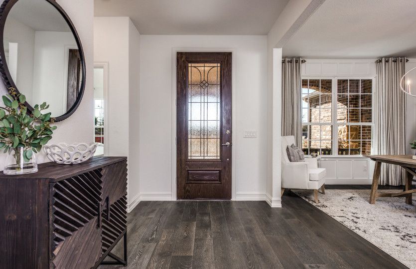 Magnolia:Welcoming entryway with flexible living space