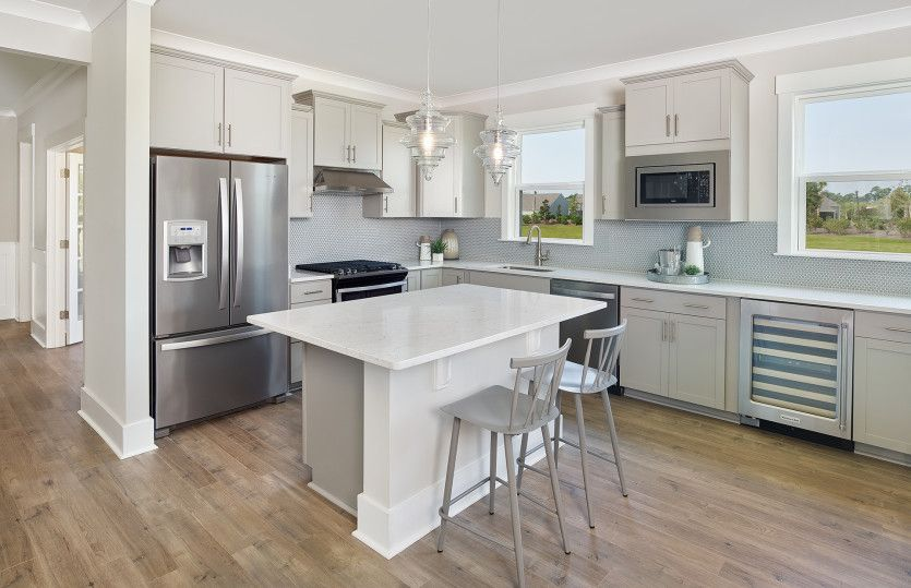 Cressida:Beautiful Kitchen with Plenty of Counter Space