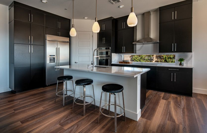 Gardengate:Kitchen with Dining Island