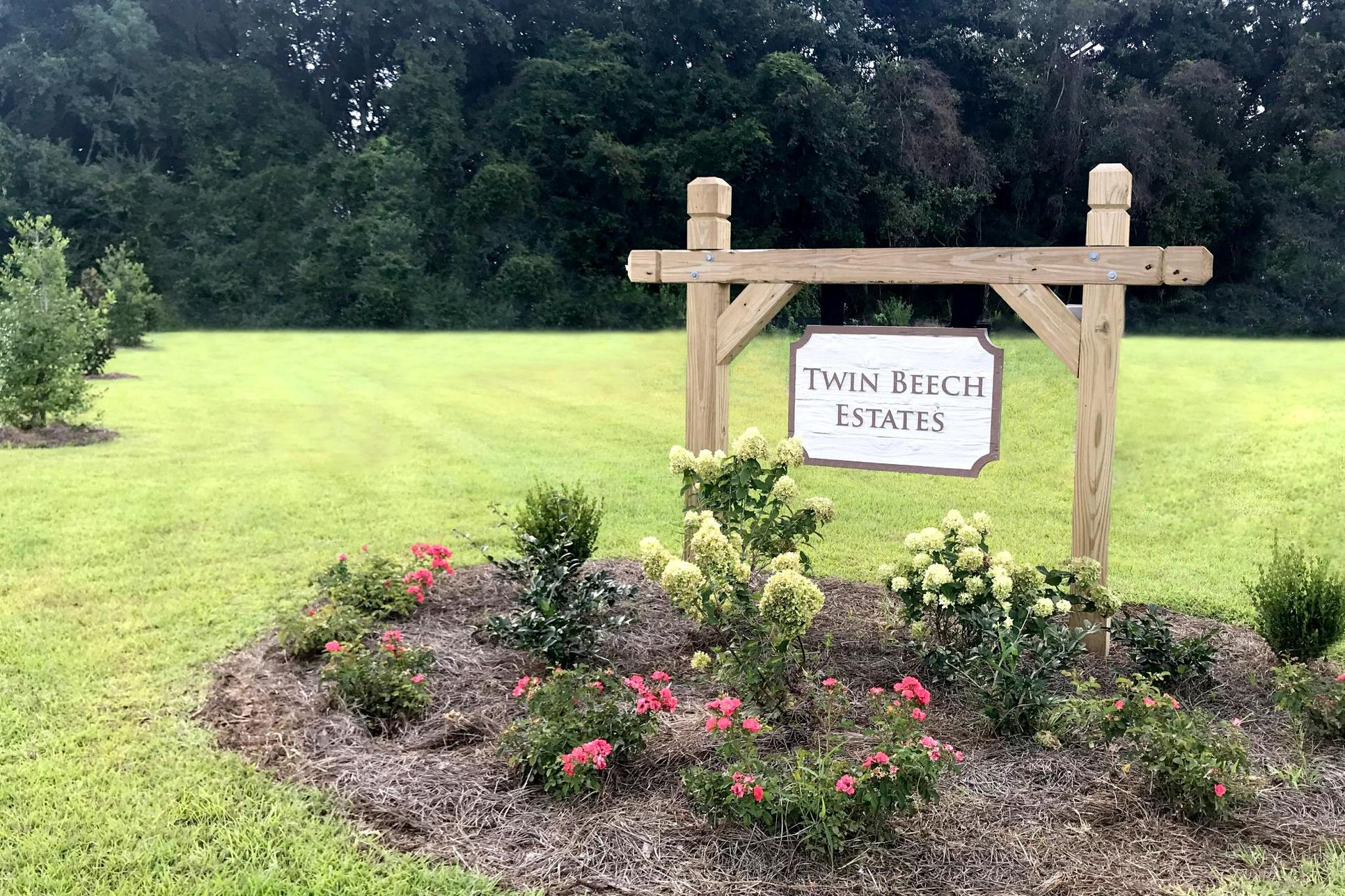 Entrance sign - Twin Beech Estates - Fairhope, AL:Twin Beech Estates - Fairhope, AL