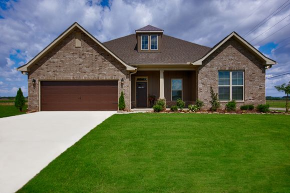 Meadow Crest Model Home Exterior - Collinswood II G - DSLD Homes - Hazel Green, AL