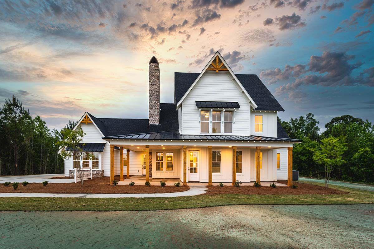 The Farmville Cottage :The Farmville Cottage at dusk