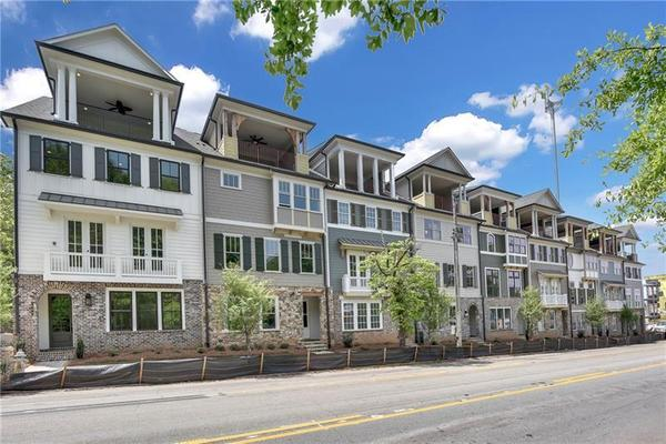 The Heritage on Memorial:Gated Luxury Townhomes with City Views and elevators