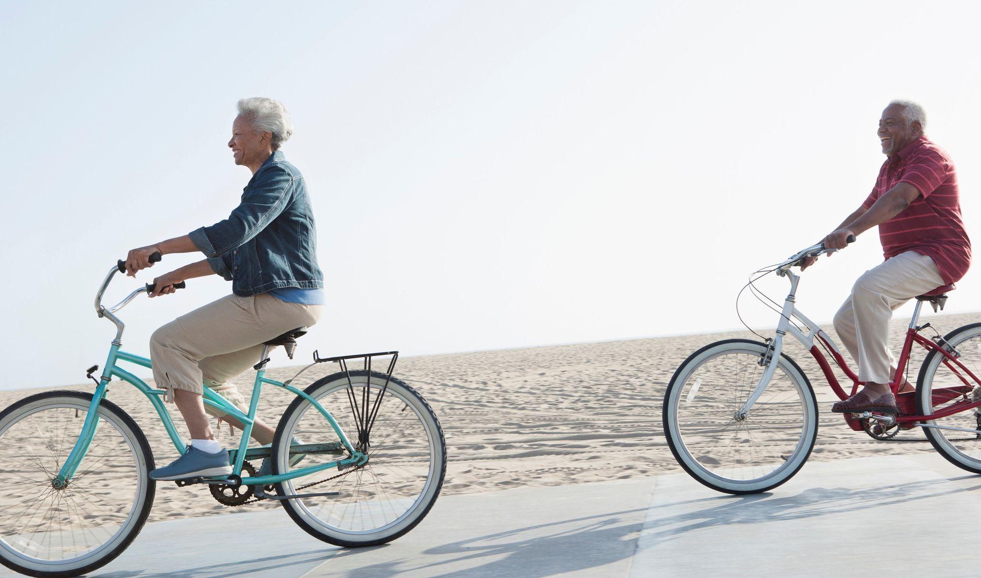 couple biking in delaware