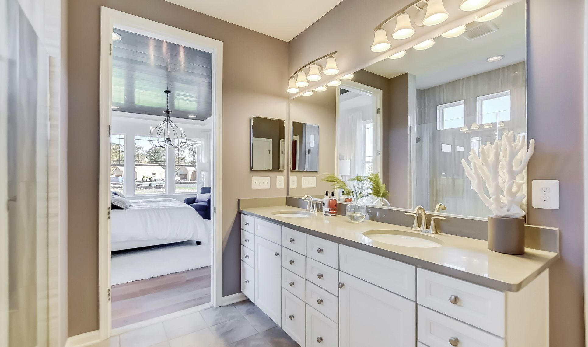 Interior:Relaxing owner's bath