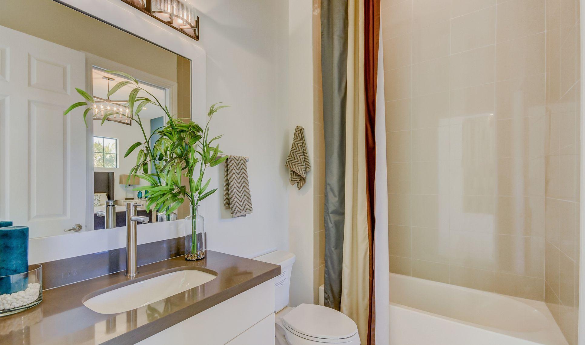 Interior:Bed 4 bath