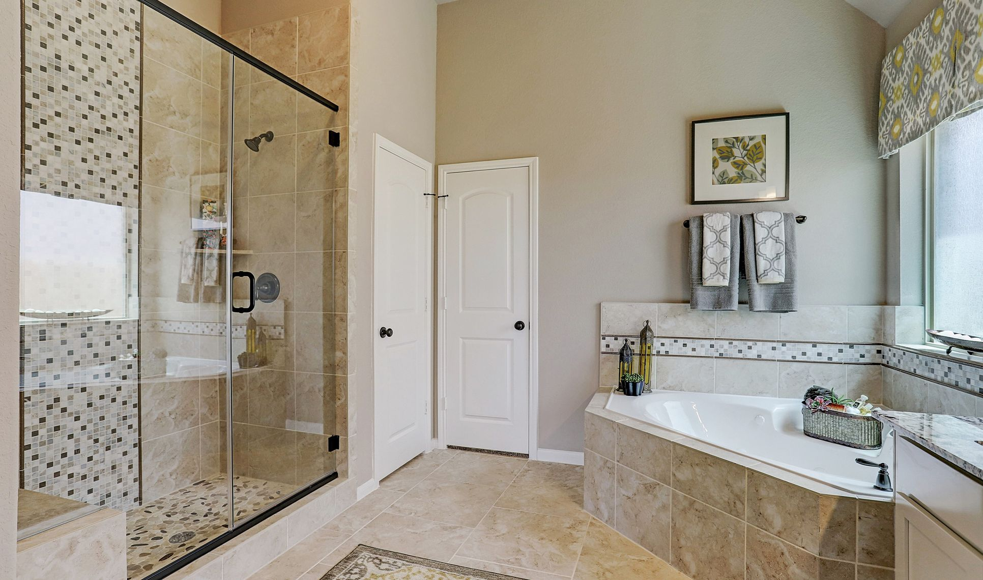 Interior:Separate soaker tub and shower