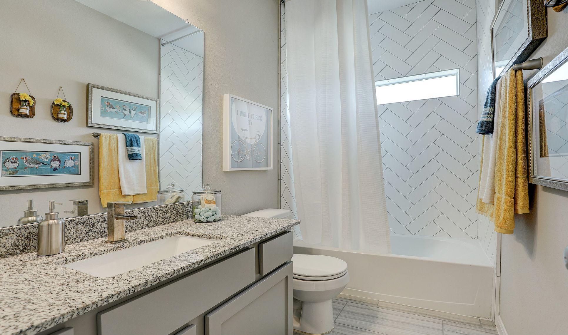 Interior:Hall bath