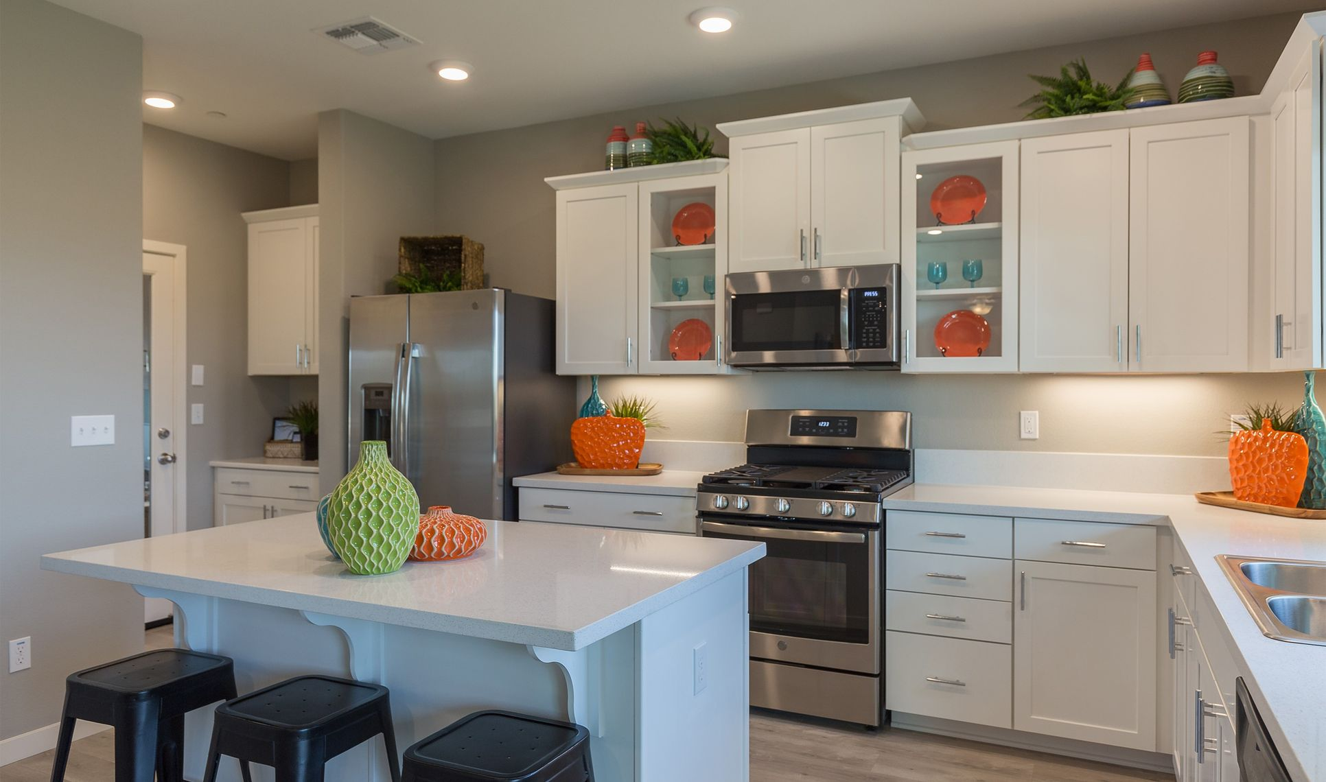 Interior:Kitchen with island