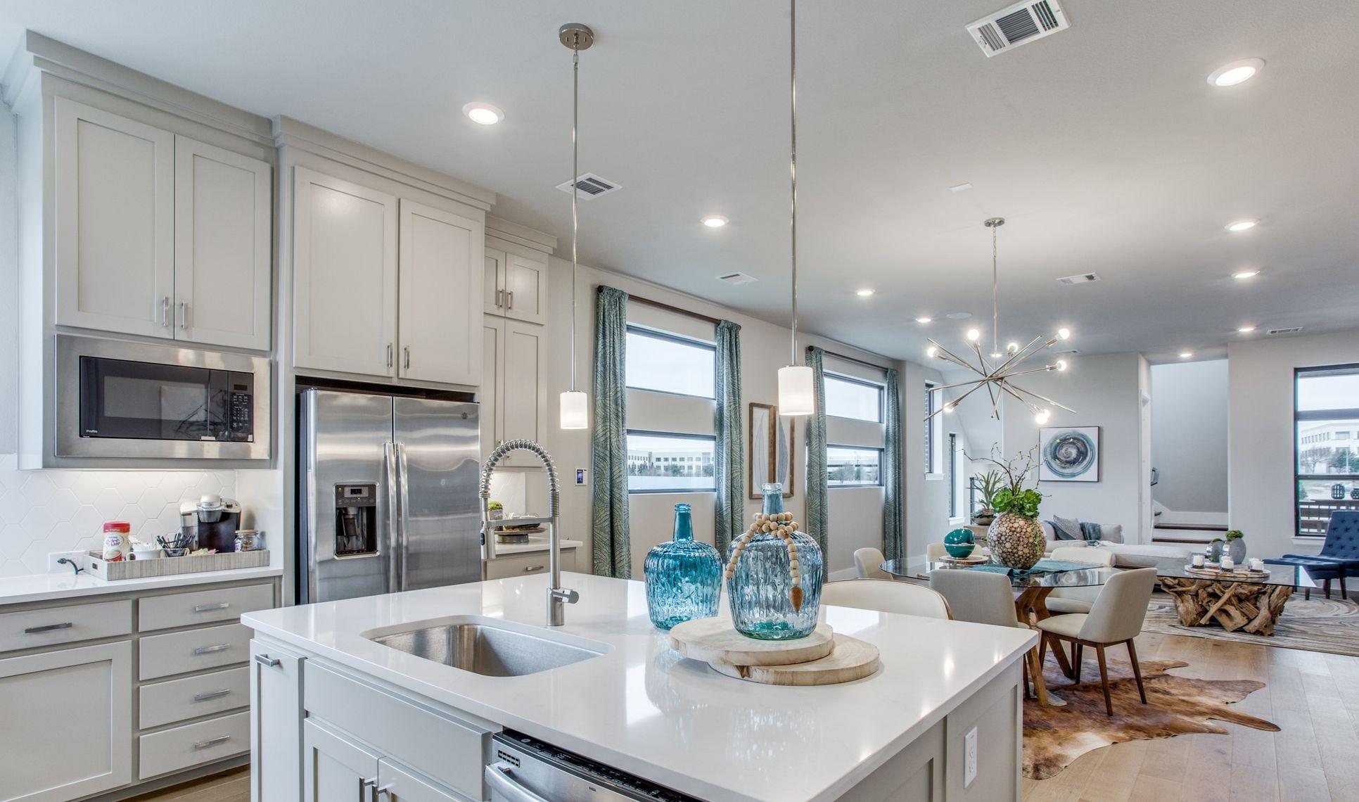 Interior:Large kitchen island