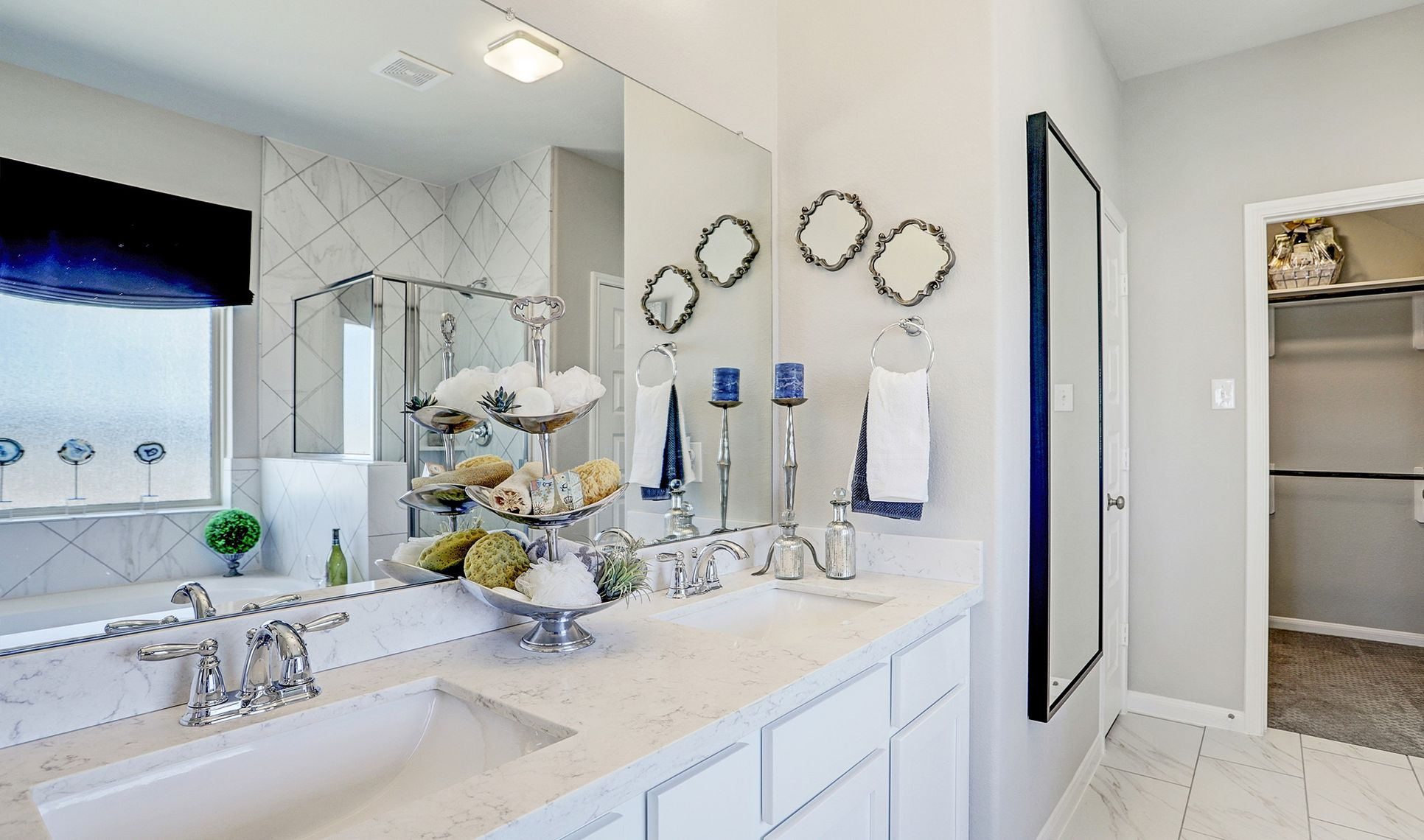 Interior:Double sinks in owner's bath