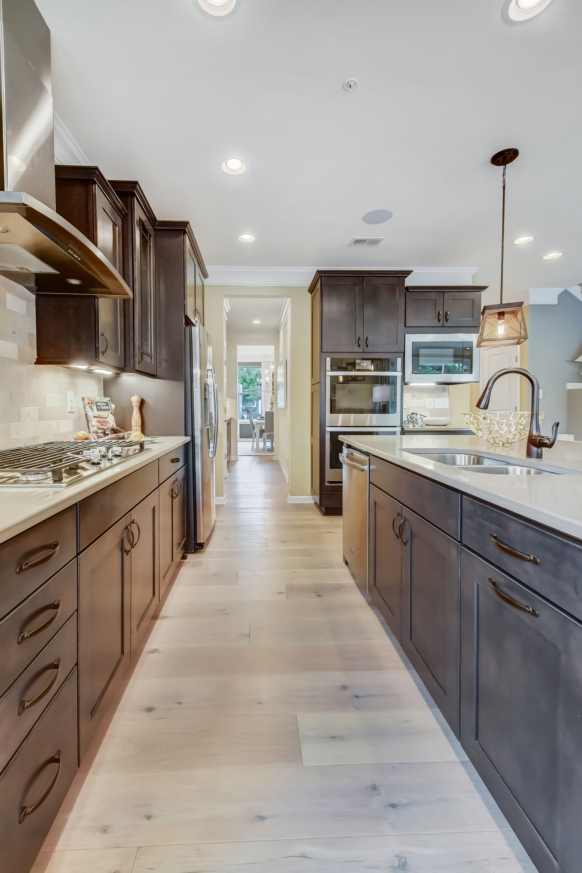 Interior:Ample counter space