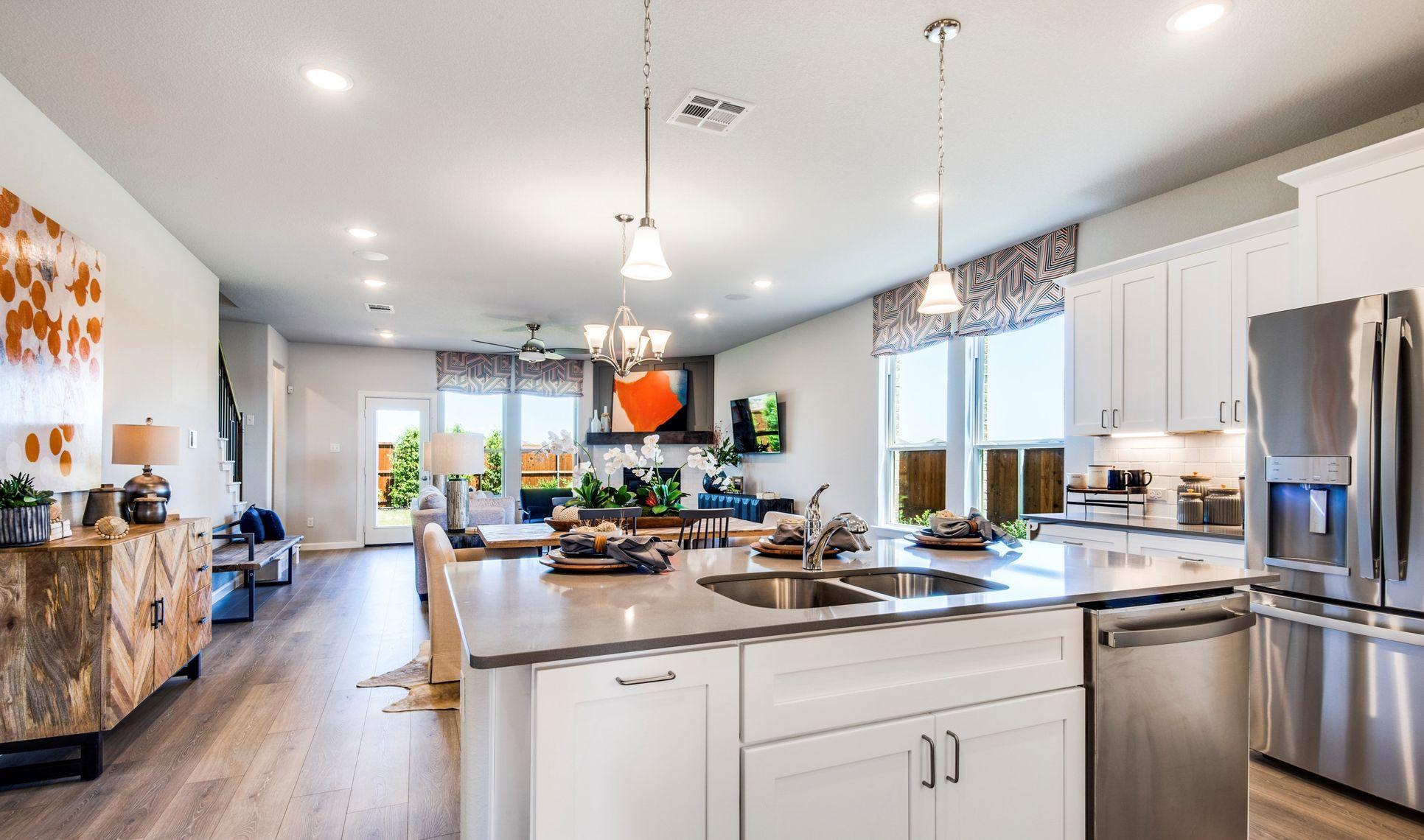 Interior:Stunning kitchen with island