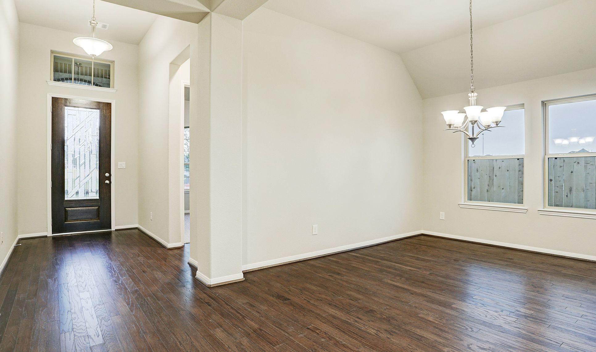 Interior:Elegant dining room