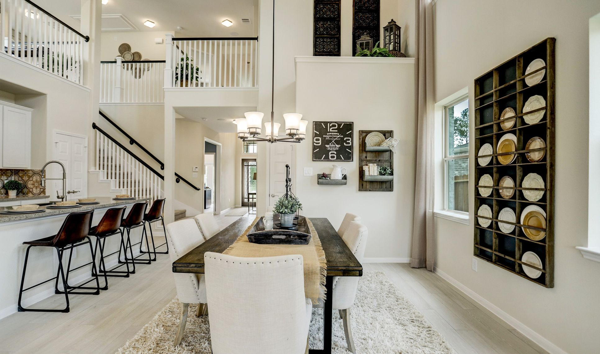 Interior:Dining area off kitchen