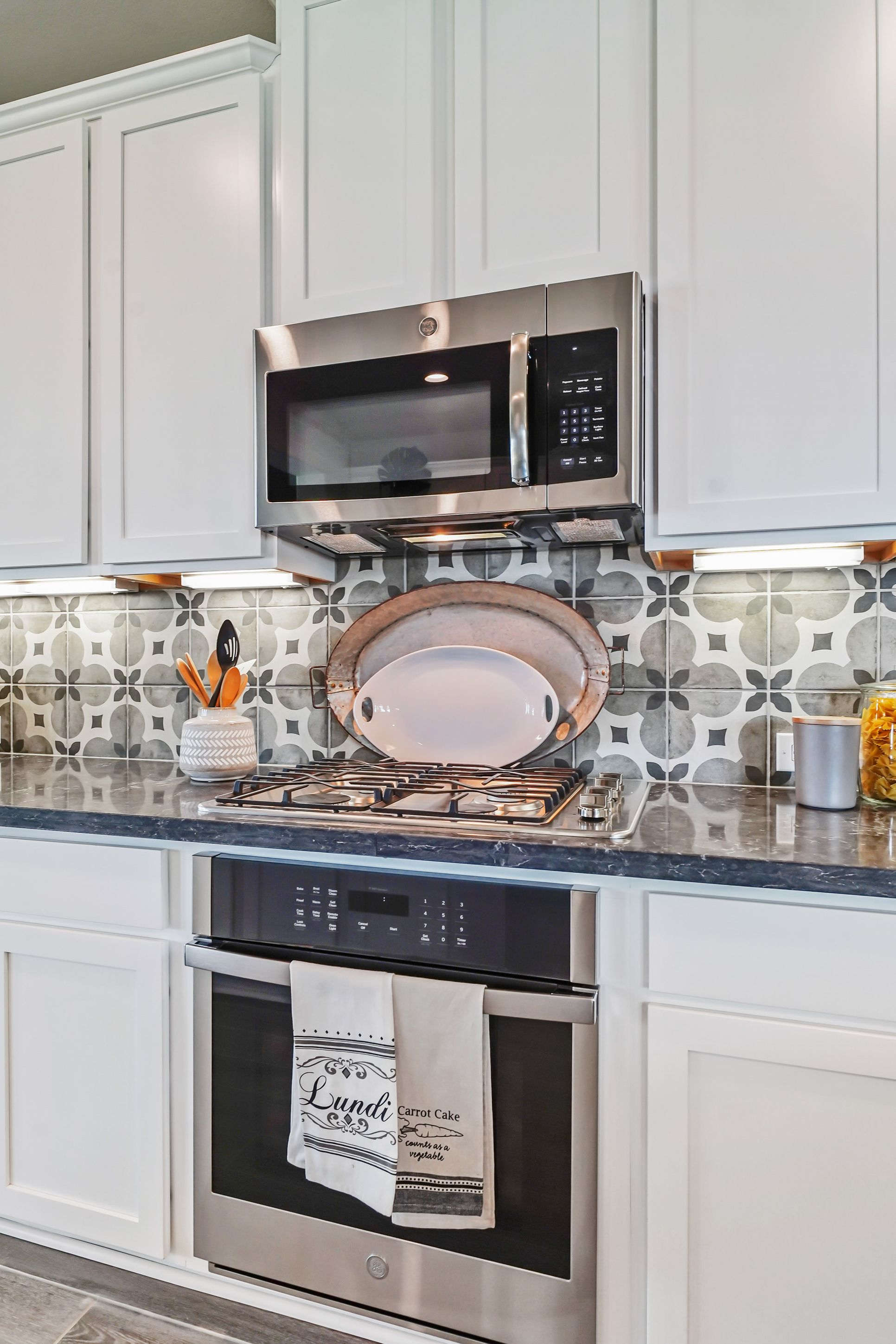 Interior:Kitchen with stainless appliances